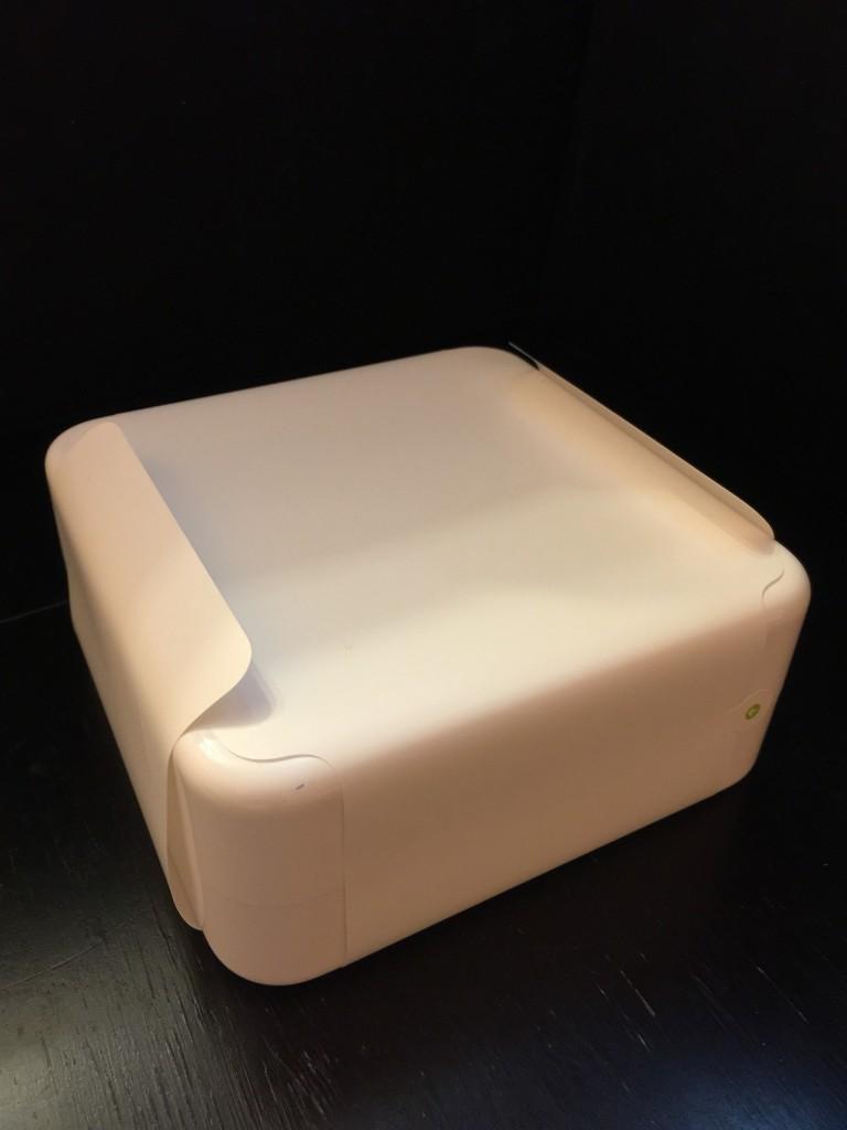 包裝盒是正方形,跟 Sport 版長方形包裝盒不一樣