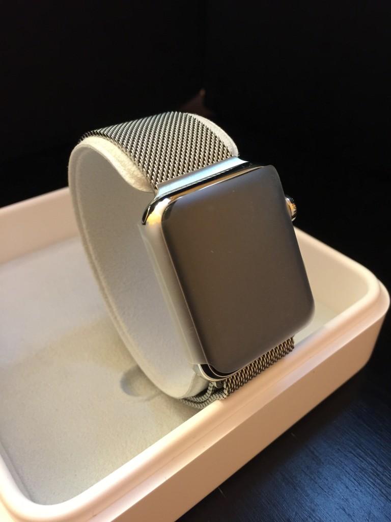 不鏽鋼錶殼配鋼織手環十分高雅
